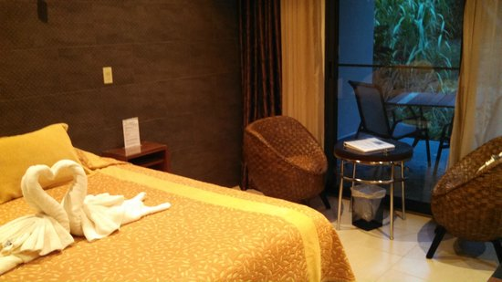 The Haven Hotel and Spa: King suite with outdoor sitting area