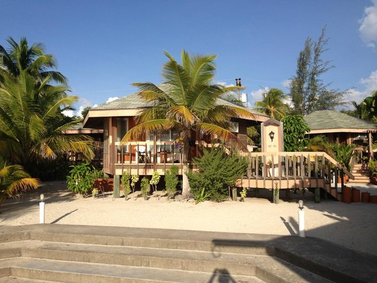 Lost Paradise Inn: Beach front accommodation