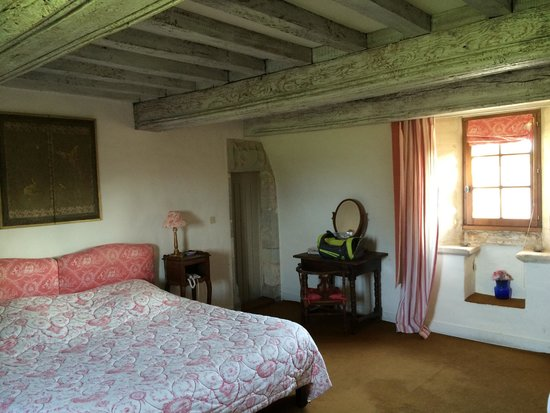 Manoir du Quesnay : larger room of our suite
