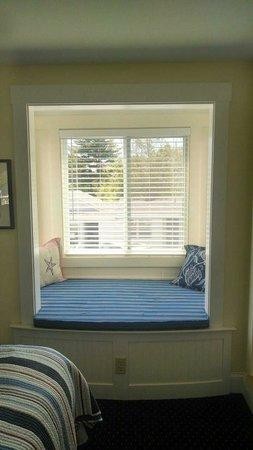 Glen Cove Inn & Suites: King Water View Room