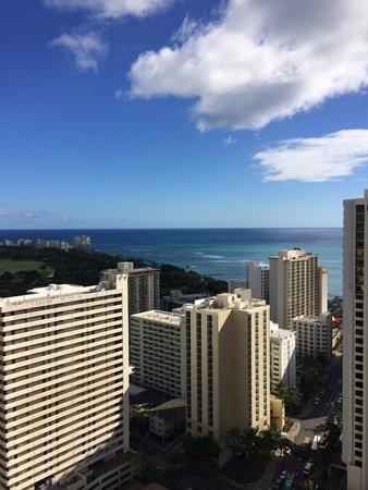 Aston at the Waikiki Banyan: タワー2の35階のラナイからの眺めです。