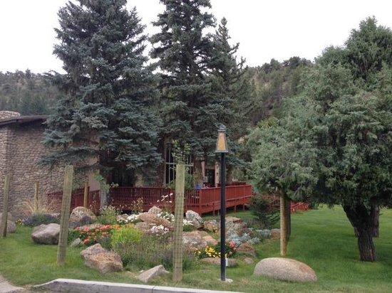 Mount Princeton Hot Springs Resort: 外観