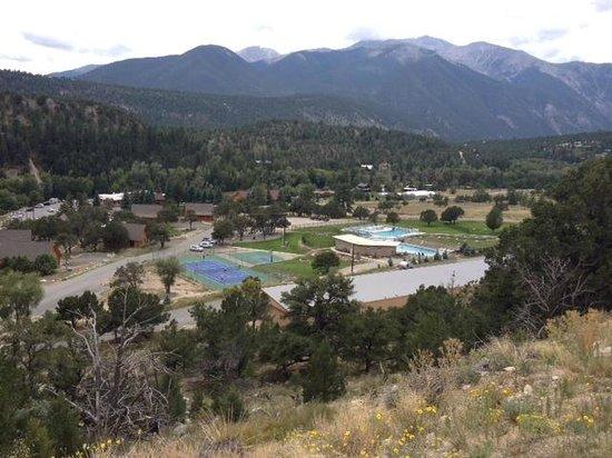 Mount Princeton Hot Springs Resort: 全体