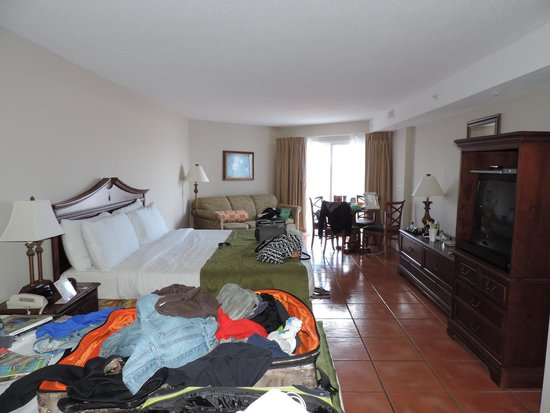 Tidelands Caribbean Hotel and Suites: Nice sized room, decorated well.