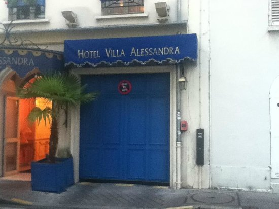 Villa Alessandra : Front Entrance to Hotel
