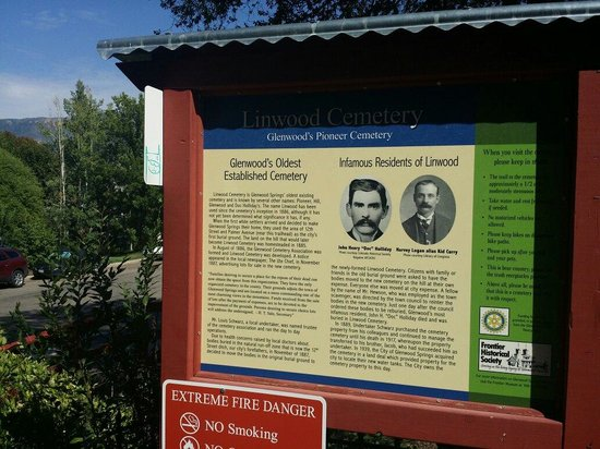 Doc Holliday's Grave: Entrance to the trail