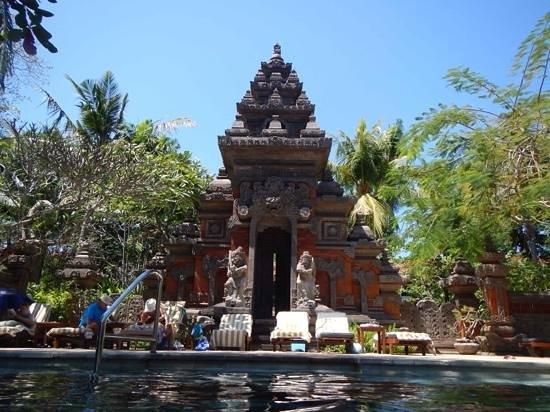 Bali Garden Beach Resort: piscine de l'hotel