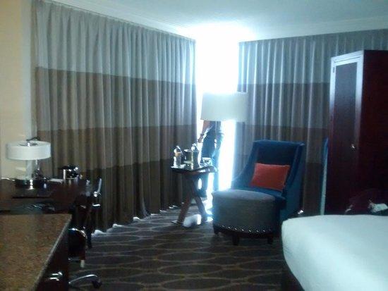 Hilton Houston Westchase: bedroom
