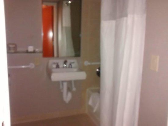 Hilton Houston Westchase: bathroom