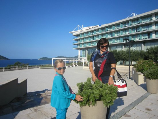 Radisson Blu Resort & Spa at Dubrovnik Sun Gardens: Главный корпус отеля.