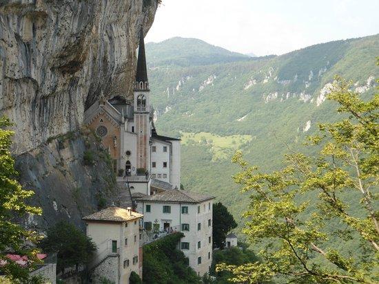 Santuario Basilica Madonna della Corona: santuario