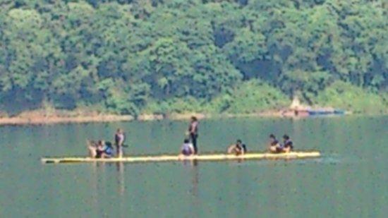 Belum Rainforest Resort : bamboo rafting