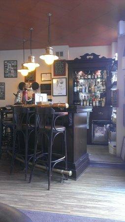 Nouveau Caddy Hotel: bar