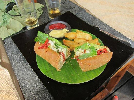 Qunci Villas Hotel: Lunch (shared!)