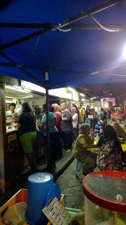 Kampung Baru Hawker Stalls : nasi lemak queue