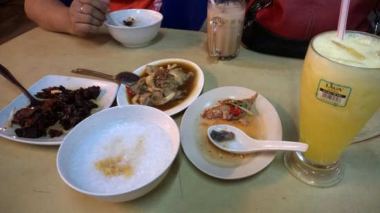 Kampung Baru Hawker Stalls : rice porridge with meat, mushroom, salted fish