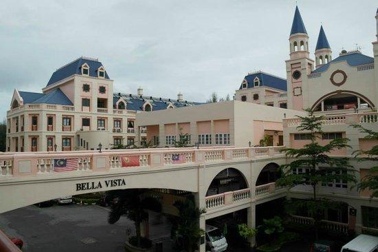 Bella Vista Waterfront : From corridor