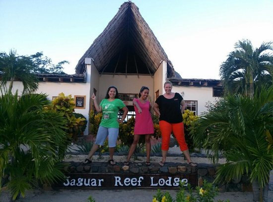 Jaguar Reef Lodge & Spa : My sister, me, and Maryann - our amazing host!