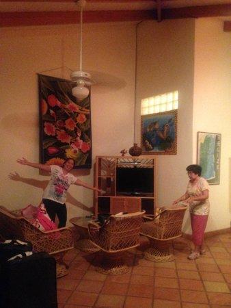 Jaguar Reef Lodge & Spa: The living room of our HUGE suite.
