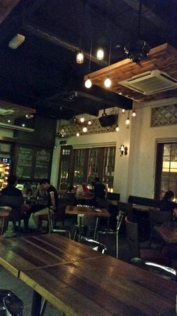 Party Play Lifestyle Cafe: Interior