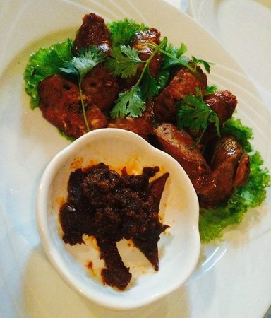 Cafe Toui : Pork sausage & spice paste with buffalo skin