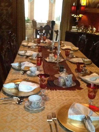 Alexander Mansion Bed & Breakfast: Breakfast