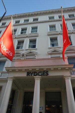 Rydges Kensington London: Front entrance