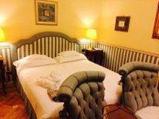 Petit Palais Hotel de Charme: спальня