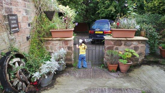 Prospect House: gate