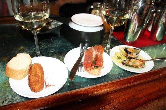 Corrillo Cafe Restaurante: Our tapas