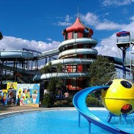 Canberra, Australia: Splash Tower