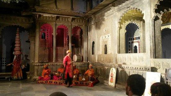 Heritage Haveli: A solo dos minutos del museo y show de danza y marionetas en el museo bagore ki haveli