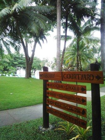 Cebu White Sands at Maribago Beach: お庭の様子