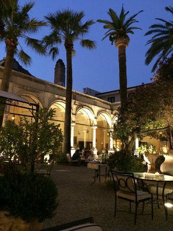San Domenico Palace Hotel: Courtyard at night