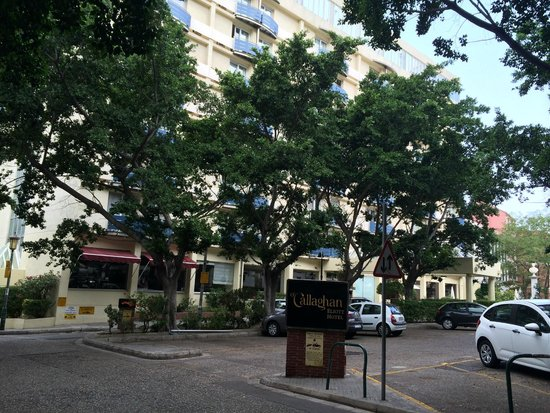 ذا أوكالاجان إليوت هوتل: View of front of building