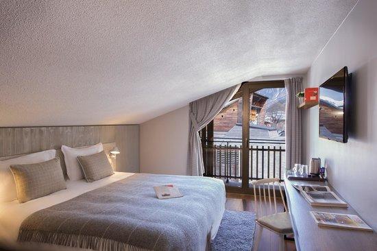 Hotel heliopic chambre mansard e photo de h tel l for Chambre neuf hotel chamonix
