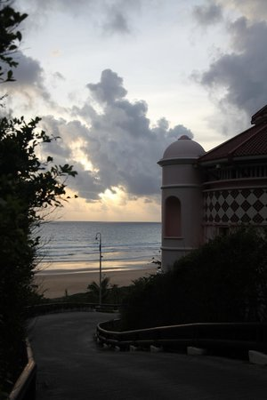 Centara Grand Beach Resort Phuket : въезд в отель