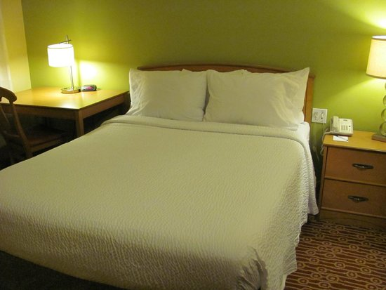 TownePlace Suites Fresno: bed