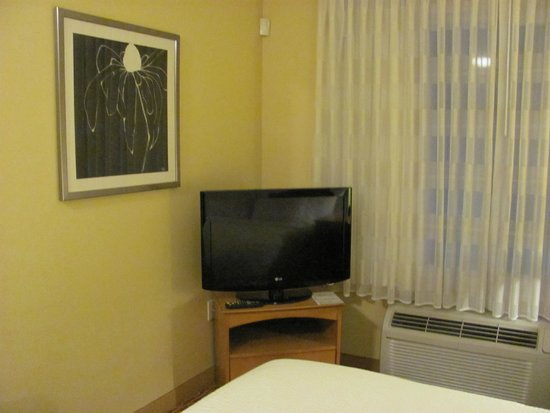 TownePlace Suites Fresno: the tv