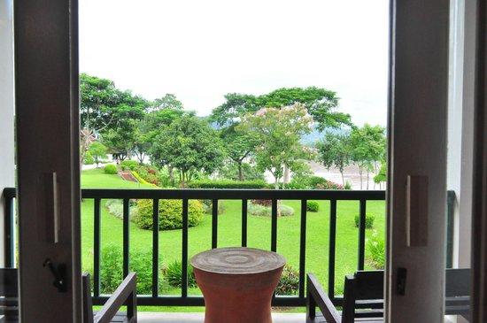 The Grand Luang Prabang Hotel & Resort: ตื่นเช้า...มองออกไปเจอวิวแบบนี้