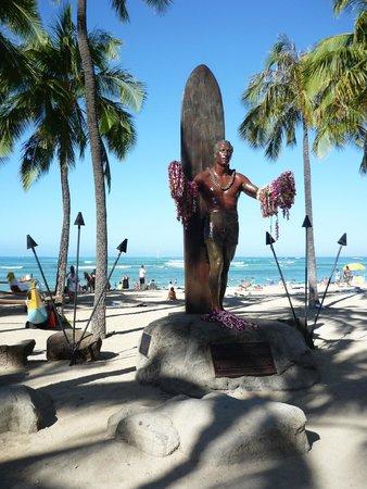 Vive Hotel Waikiki: Waikiki beach