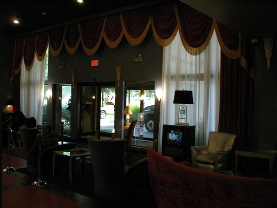 Elvis Presley's Heartbreak Hotel: Lobby