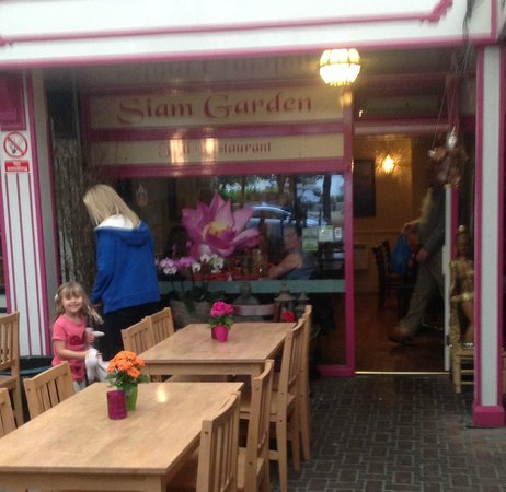 Siam Garden Thai Restaurant: This should really be a Thai Cafe. Its been built on a budget.