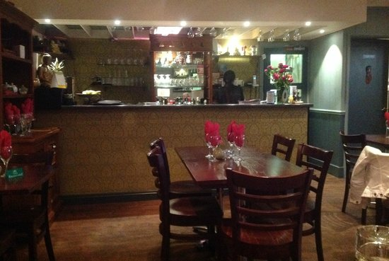 Siam Garden Thai Restaurant: Venue built on a budget. Serious lack of any mood or elegance.