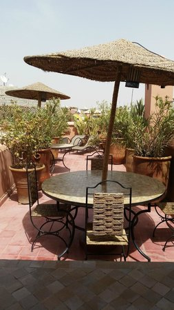 Riad Miski : Seating on rooftop terrace