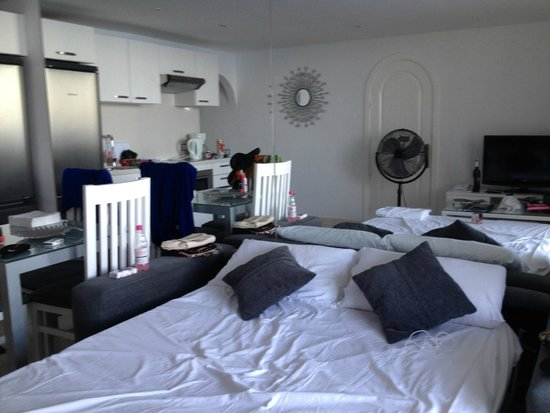 Club Puerto Atlantico: living area with pull out sofa bed