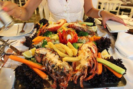 Camelot Restaurant: Омар!