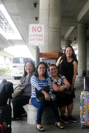 Holiday Inn Express Manila Newport City: Waiting for the free shuttle from NAIA3