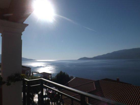 Kefalonia Bay Palace : Widok z pokoju - poranek