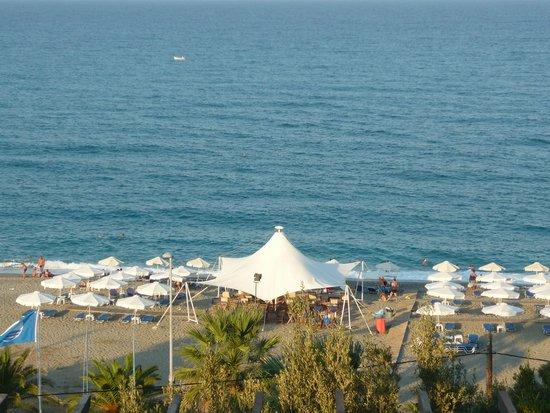 Golden Beach Hotel: Widok z okien hotelu.